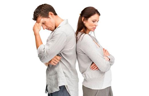 мужчина и женщина грустные